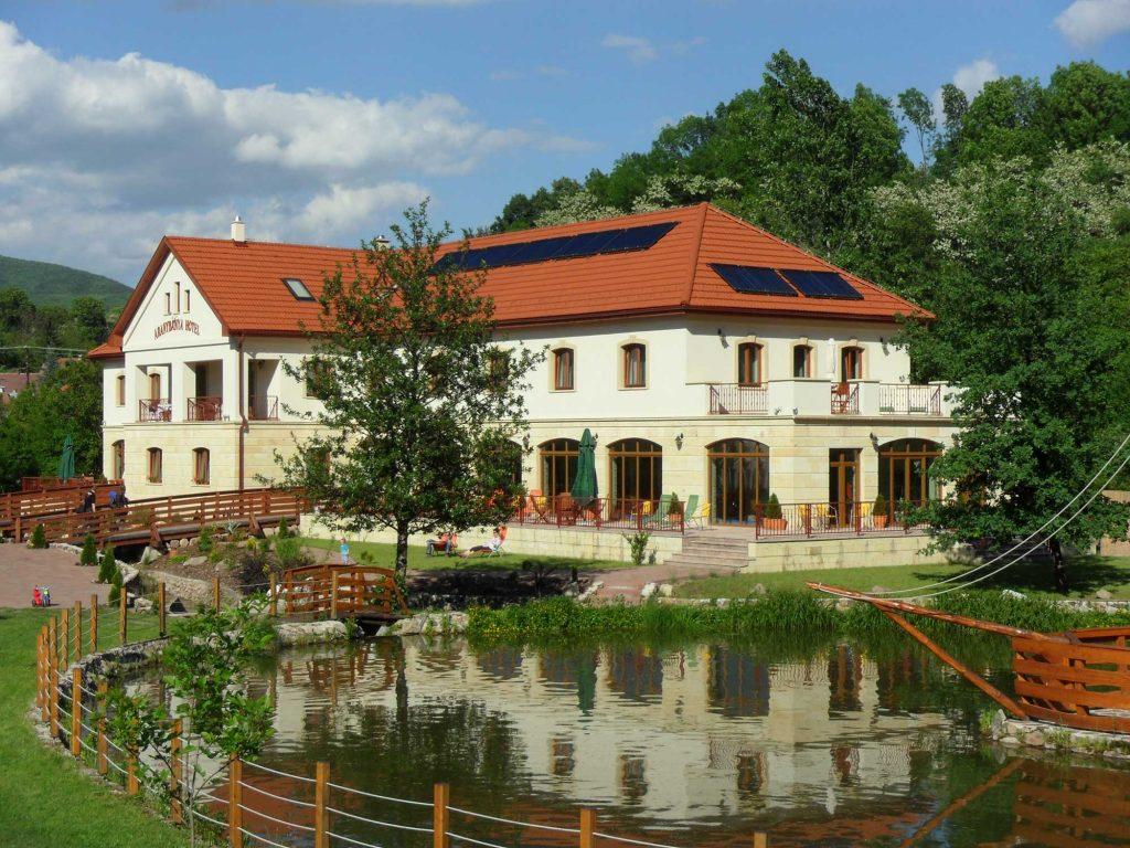 Aranybánya Hotel Telkibánya tóval