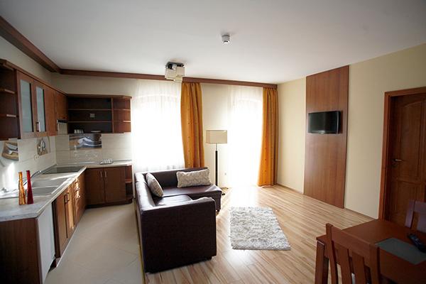Aranybánya Hotel lakosztály nappali szoba