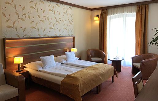 Aranybánya Hotel szoba dupla ággyal