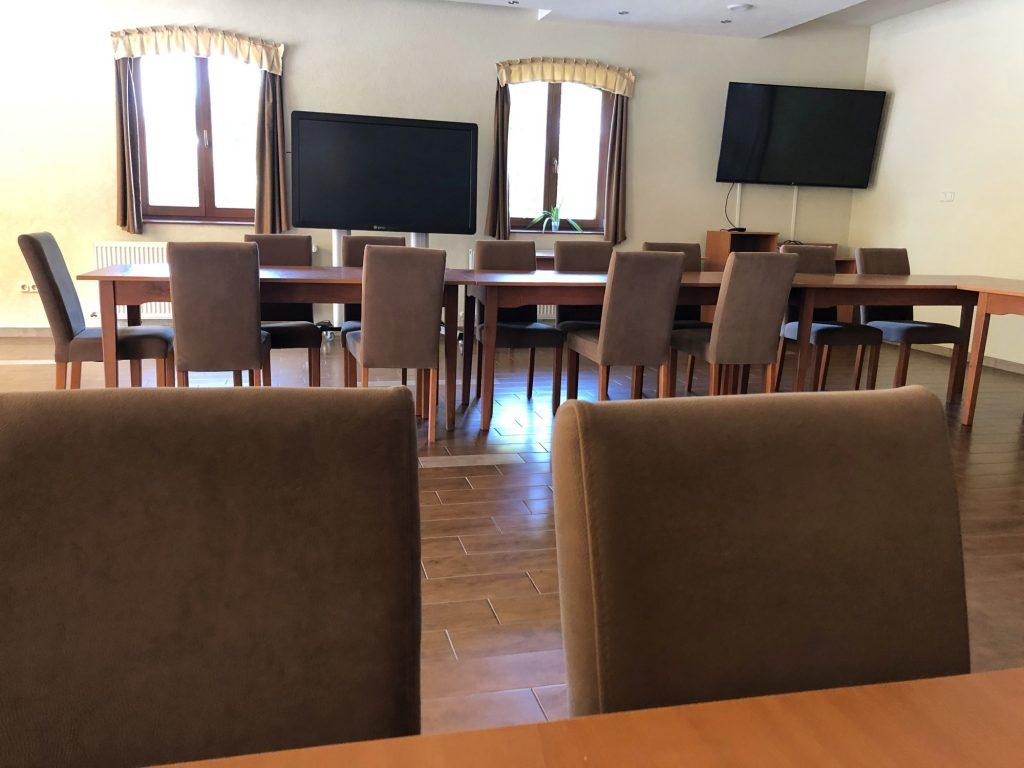 Aranybánya Üdülőpark céges rendezvények konferenciateremTelkibánya