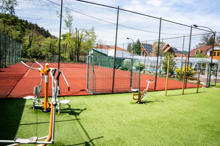 Aranybánya Üdülőpark sportpálya és fitnesz udvarf